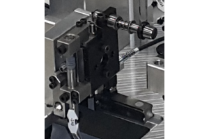 Razvoj kontrolne naprave za 100% kontrolo funkcionalnih dimenzij